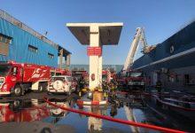 صورة «الإطفاء» : 5 فرق تسيطر على حريق مخزن بمصنع للمرطبات في «صبحان»