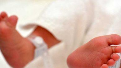 صورة ولادة أول طفل يحمل أجساماً مضادة لكورونا