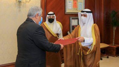 صورة وزير الخارجية يتسلم نسخة من أوراق اعتماد سفيري مصر وجيبوتي لدى دولة الكويت