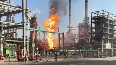 صورة (البترول الوطنية): السيطرة الكاملة على حريق وحدة إزالة الكبريت في مصفاة ميناء الأحمدي